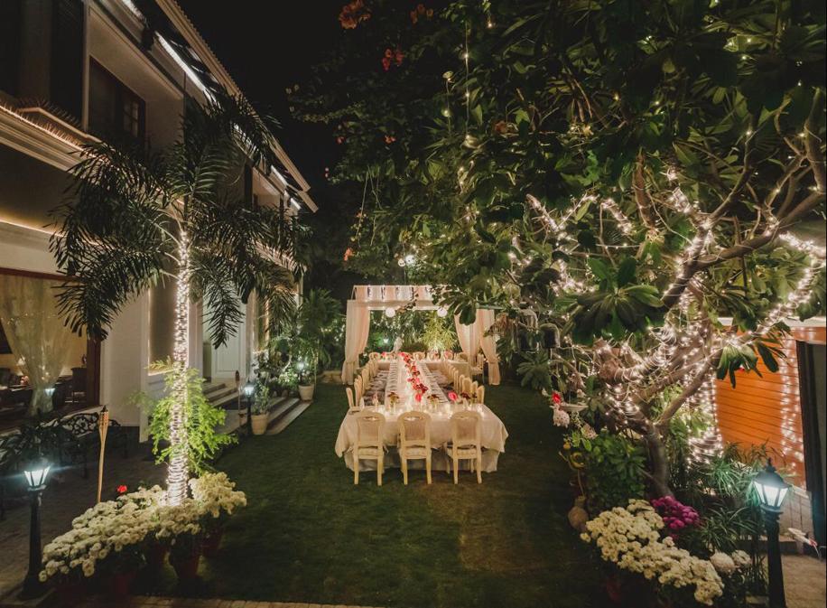 Classy Retro & Floral Wedding Decor by Devika Sakhuja Wows