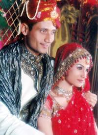 Aamir khan and karishma kapoor hot smooch - 1 7
